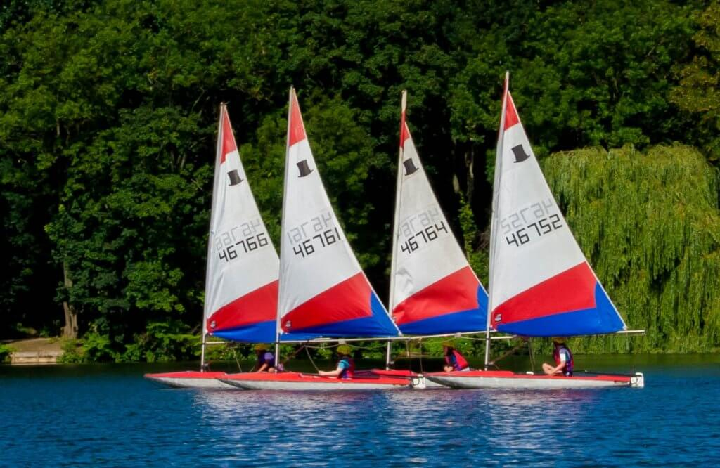 Toppers under sail